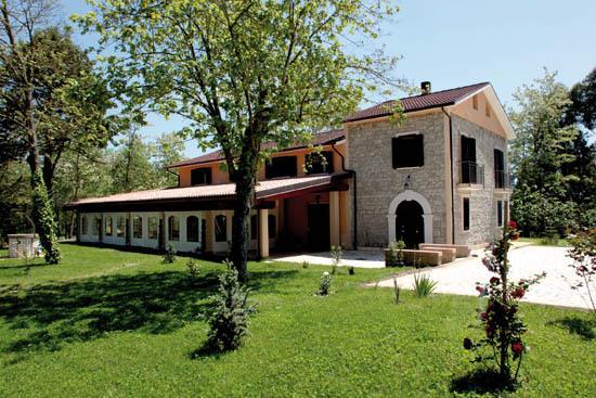 Country house il nibbio reale rocca d 39 evandro - Agriturismo con piscina caserta ...